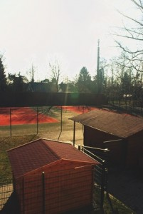 Tennisanlage (Hochformat)